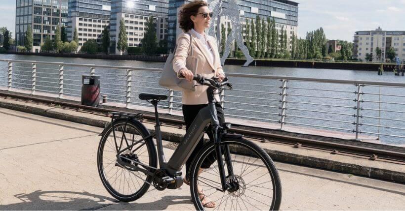 Bici elettriche da donna: Quale olandesina con portapacchi comprare?